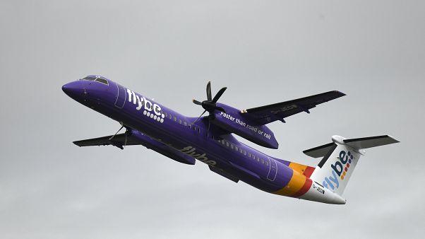 İngiliz hava yolu şirketi Flybe'ye ait yolcu uçağı