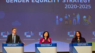 المفوضية الأوروبية في يوم المرأة: الأولوية للمساواة ومكافحة العنف بحقها
