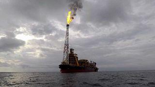 Impasse da OPEP acentua queda do petróleo