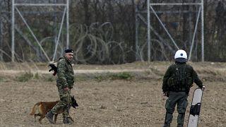 Migrantes e polícia em confronto na fronteira turco-grega, UE intervém