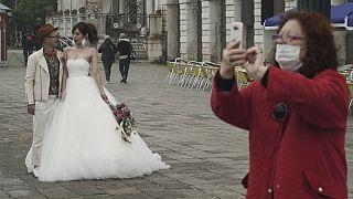 زندگی وارونه در ایتالیا؛ وقتی طلب بوسه دیوانگی و معاشقه عین خودکشی است