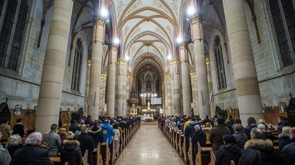 Éjféli szentmise a budapesti Árpád-házi Szent Erzsébet-plébániatemplomban