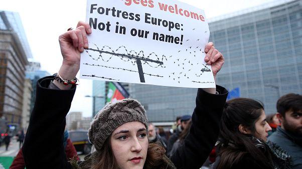 Belçika'nın başkenti Brüksel'de Yunanistan ve Avrupa Birliğinin göç politikaları protesto edildi