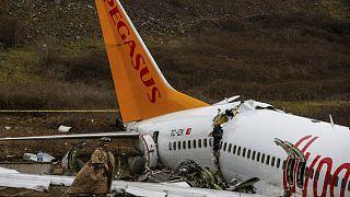 Sabiha Gökçen'de kaza yapan uçak