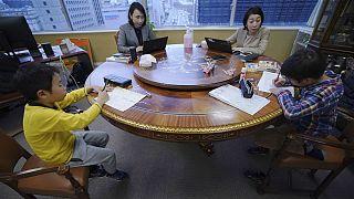 کرونا در ژاپن؛ تعطیلی مدارس و انتقال دانش آموزان به مراکز نگهداری