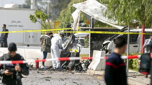 Öngyilkos merénylők robbantottak Tuniszban, az amerikai nagykövetségnél