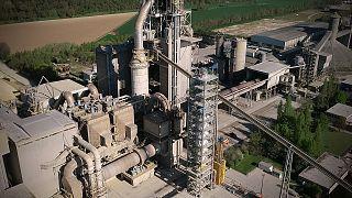 Cimenteira tenta reduzir emissões de CO2 com tecnologia europeia