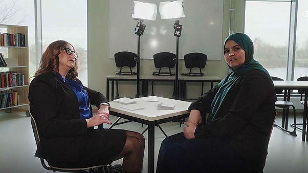 بحث و جدال تلویزیونی دو زن مسلمان سوئدی درباره ممنوعیت روسری در مدارس