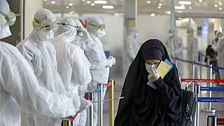 İranlı uzmanlar virüse karşı bilgilendirme notu dağıtıyor