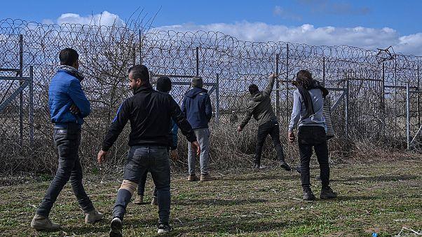 Мигранты пытаются прорваться в Грецию
