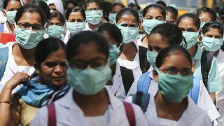 Hindistan'da maske takan tıp öğrencileri / Arşiv