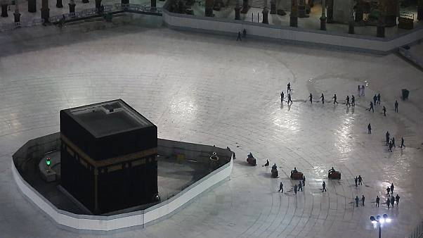 Images of empty space surrounding the Kaaba in Mecca's Grand ...