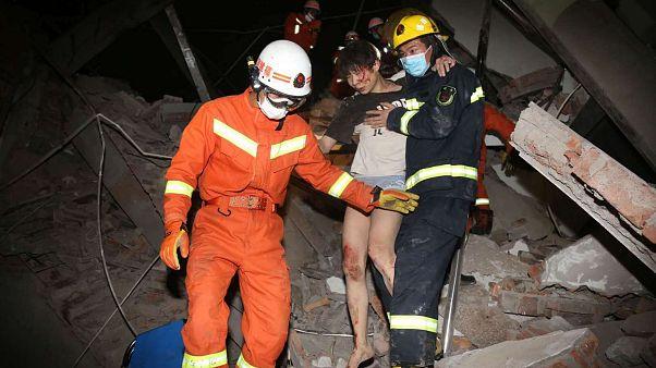 Kína: összeomlott egy karantén-hotel