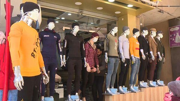 Gaza City: manichini con la mascherina per sensibilizzare l'opinione pubblica