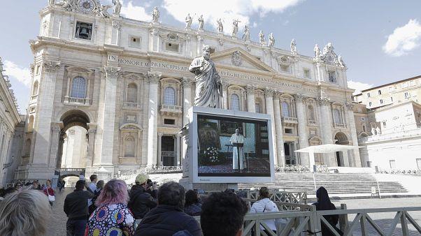 Oração dominical do Angelus em vídeo