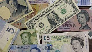 چرا نرخ رسمی دلار با وجود افت تقاضا سقوط نمیکند؟