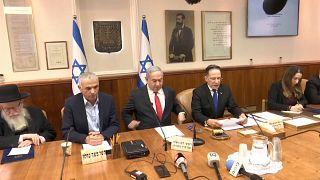 رئيس الوزراء الإسرائيلي بنيامين نتنياهو خلال الاجتماع الوزاري اليوم