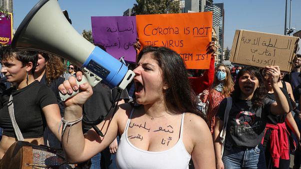 فيديو: مسيرة في بيروت لدعم المرأة والمطالبة بحقوقها رغم فيروس كورونا