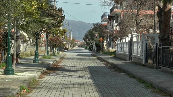 Dans ce village grec, beaucoup refusent d'accueillir de nouveaux migrants