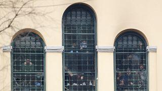 İtalya'da Covid-19 nedeniyle tahliye edilen mafya üyeleri tepkiler üzerine yeniden cezaevine dönüyor