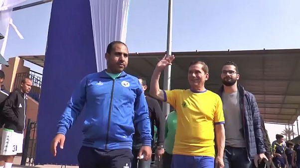 شاهد: المصري عز الدين بهادر أكبر لاعب كرة قدم مسن يسجل هدفا خلال مباراة رسمية