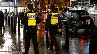 بريطانيا: الشرطة تردي رجلاً كان يحمل سكينين في وسط لندن