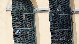 سجناء في مدينة ميلان الإيطالية يحتجون إثر فرض قيود عن اجراءات الزيارات العائلية. 2020/03/09