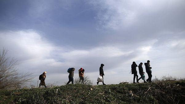 Des migrants près d'Edirne à éa frontière turco-grecque le 09 mars 2020