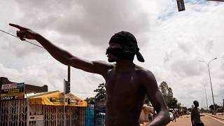 Burkina Faso'nun başkenti Ouagadougou'da bir protestocu (arşiv)