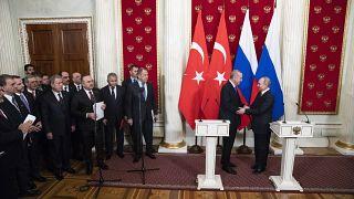 شاهد: بوتين يترك إردوغان ينتظر على بابه قبل لقاء القمة بشأن إدلب