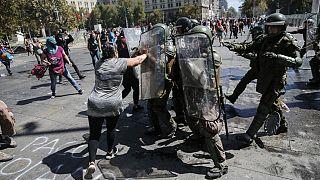 شاهد: مطالبة بالمساواة وبنبذ العنف ضد المرأة في ذكرى يومها العالمي في الشيلي