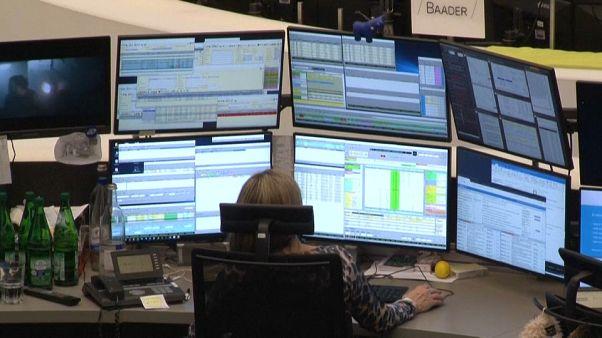 Timide rebond pour les bourses européennes après un lundi noir