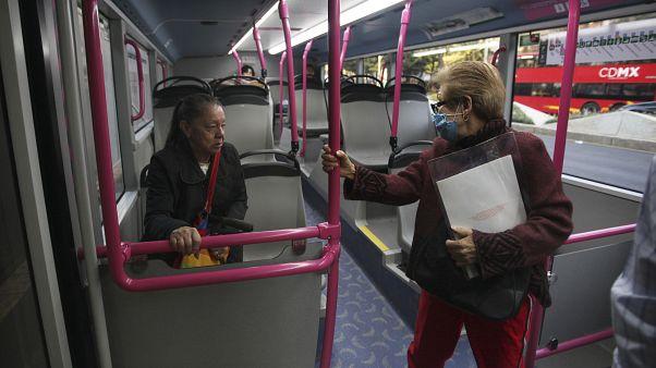 Una sección del metro dedicada a las mujeres prácticamente vacía debido a la huelga