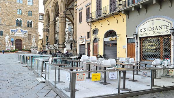 İtalya'da koronavirüs nedeniyle halk sokaklara çıkmıyor