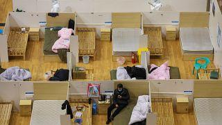 Çin koronavirüs (Corona virüsü) nedeniyle Vuhan'da kurulan hastaneleri kapatıyor