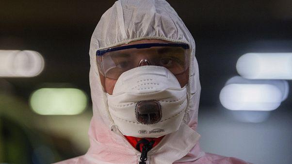 شاهد: إجراءات مشددة في مختلف أنحاء العالم لاحتواء فيروس كورونا