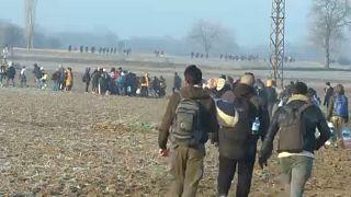 Syrische Flüchtlinge auf türkischem Gebiet vor der griechischen Grenze