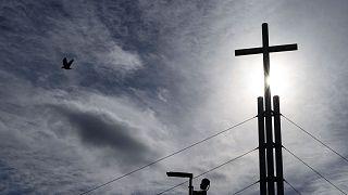 """La croix de l'église évangélique """"Porte ouverte"""" à Mulhouse en France, le 4 mars 2020."""