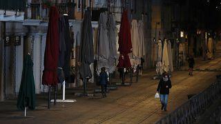 Итальянцы прислушались к властям, но эпидемия не отступает