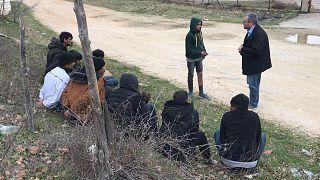 Αποκλειστικό: Συλλήψεις μεταναστών στον Έβρο στην κάμερα του euronews