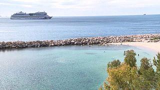 اختبارات على حالات يشتبه في إصابتها بفيروس كورونا على متن سفينة سياحية في ميناء مرسيليا
