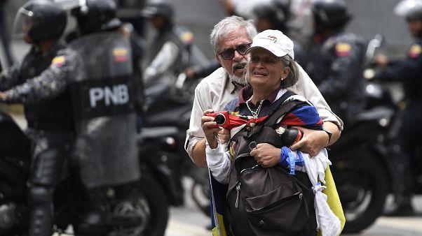 Каракас: слезоточивый газ против демонстрантов