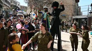 کرونا در اسرائیل؛ کارناوال پوریم با «توکل بر خدا» برگزار شد