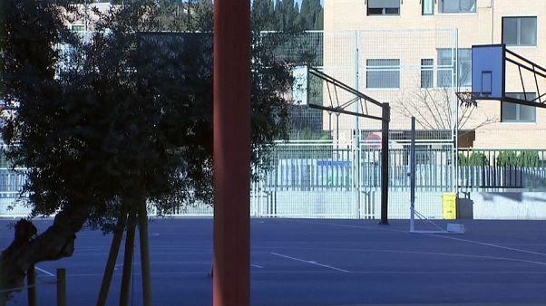 COVID-19 Madrid: aulas cerradas, sanidad desbordada y repunte de contagios y muertes