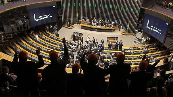 Βραζιλία: Βουλευτής προτείνει να κόβονται τα χέρια των διεφθαρμένων πολιτικών