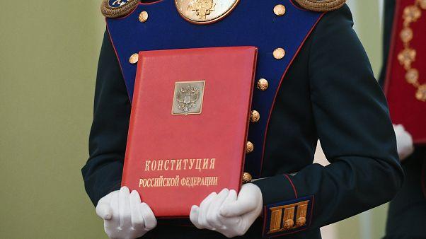 """""""Замены Путину нет"""": конституционная реформа ждёт одобрения россиянами"""