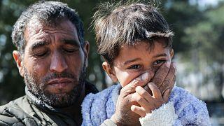 Yunanistan sınır birlikleri bekleyişlerini sürdüren sığınmacılara gaz bombalarıyla müdahale ediyor