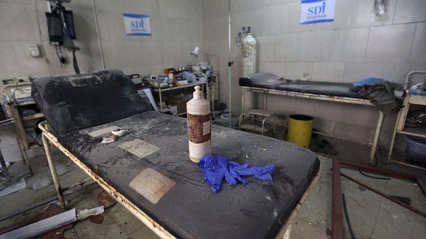 İdlib kentinde Rus / Suriye savaş uçakları tarafından bombalanan bir hastane