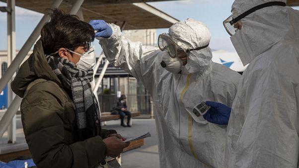 İtalya'da yeni tip koronavirüs (Kovid-19) nedeniyle hayat felç oldu
