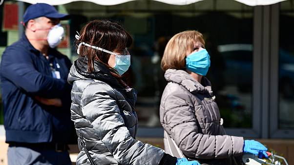 Des habitants de Codogno, non loin de Milan en Italie, faisant leurs courses au supermarché, le 11 mars 2020.